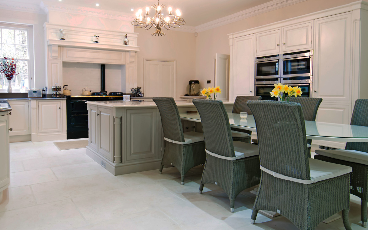Windsor Kitchen Range - This elegant period kitchen brings opulence to any home